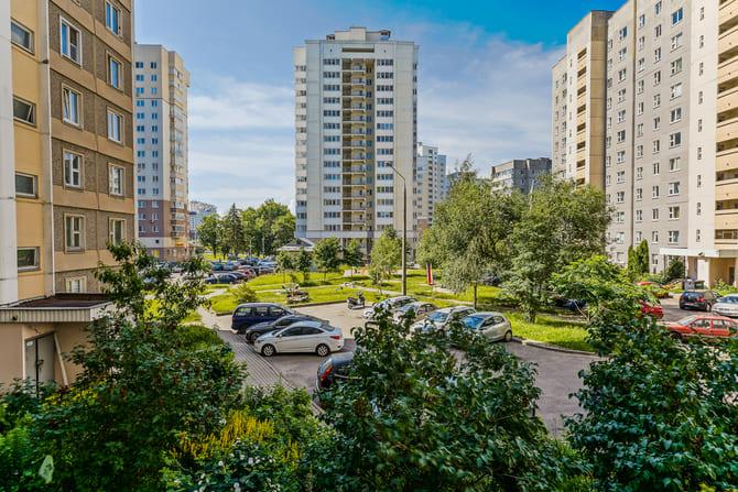 Купить трехкомнатную квартиру, Минск, Малиновка, Космонавтов ул., 3-5 – фото